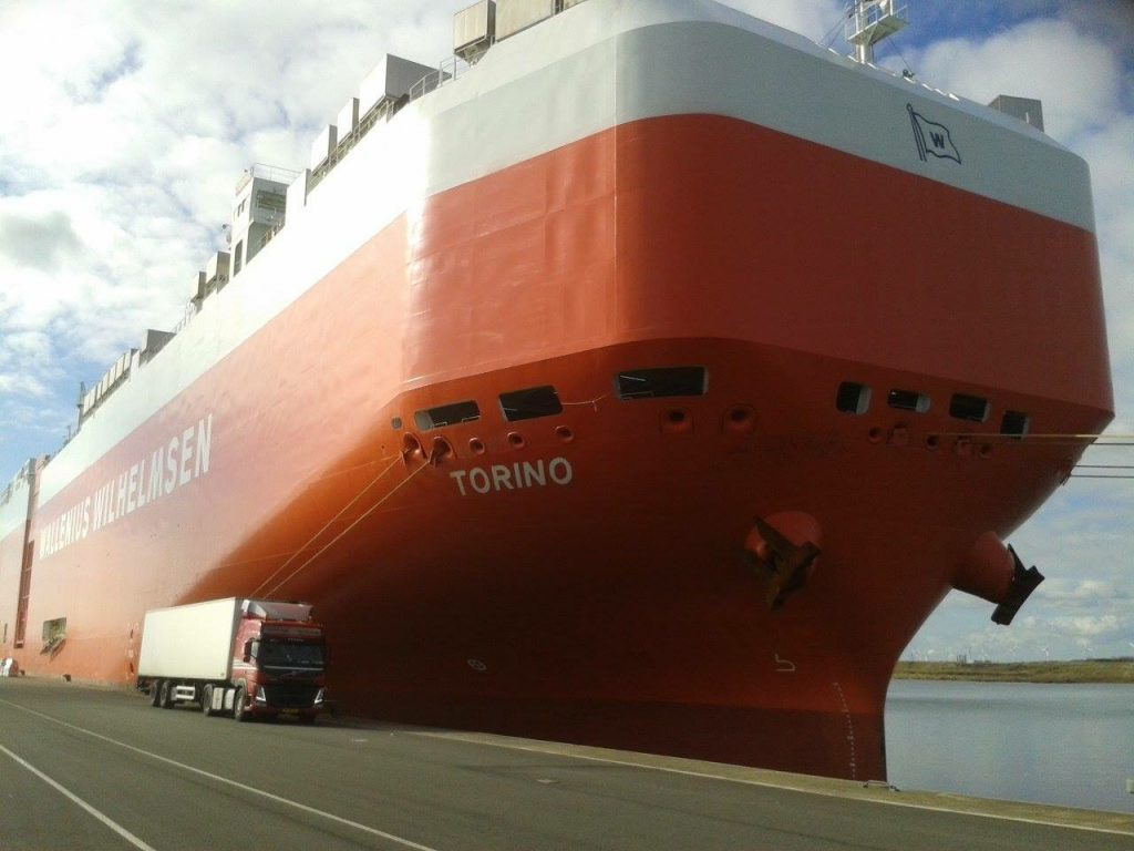 vrachtwagen-met-schip-vandermarktransport